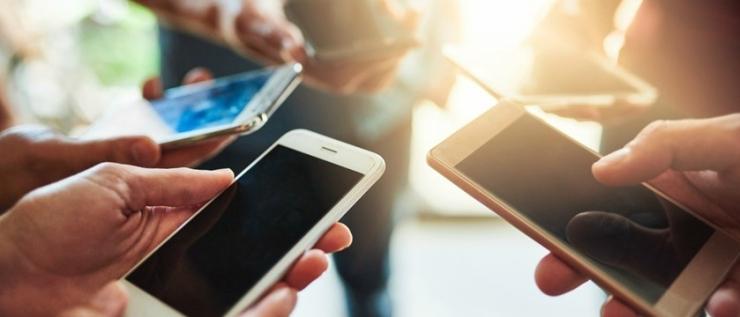socialmedia-phones